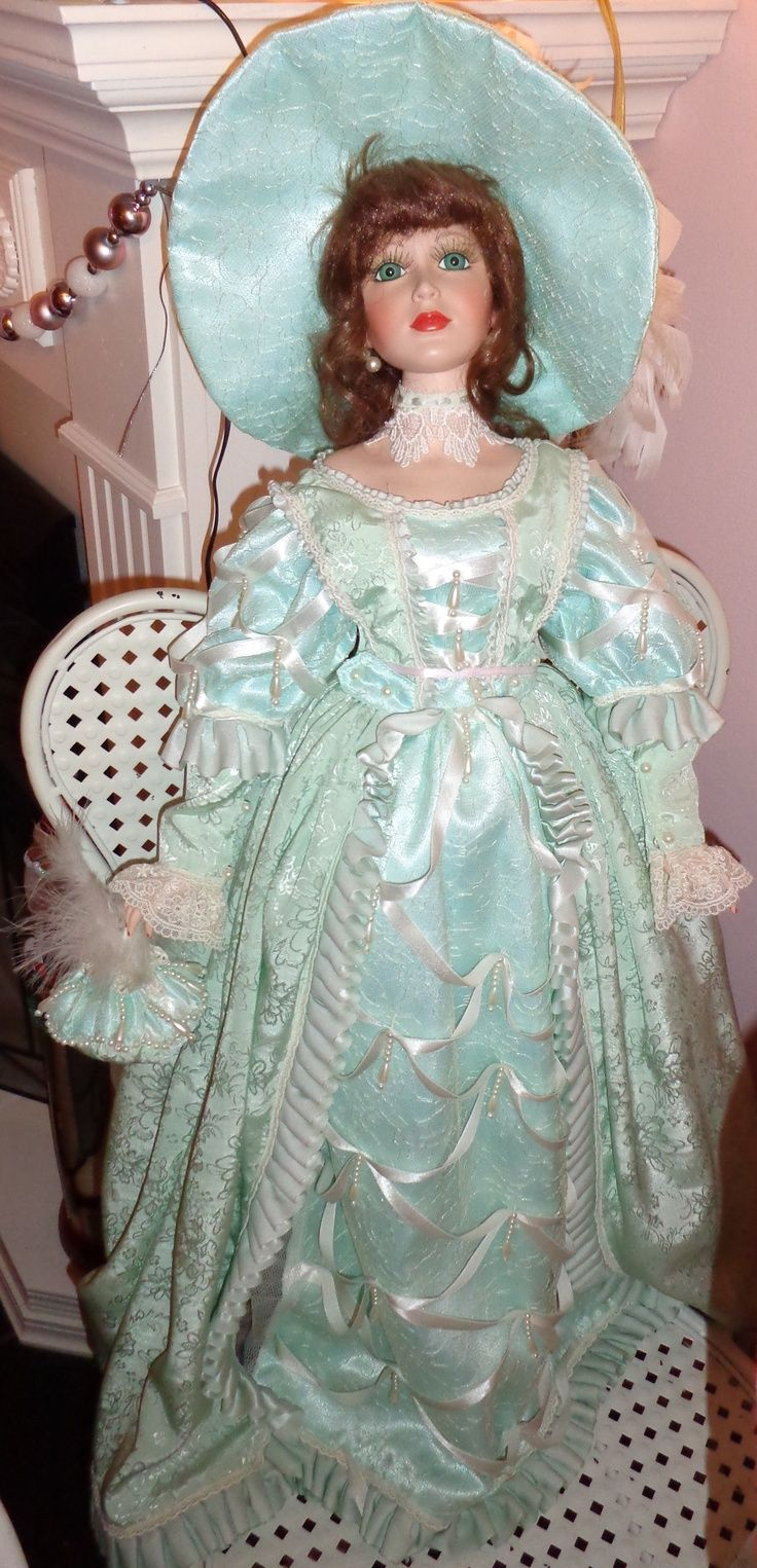 1000+ images about ♦Victorian Porcelain Dolls♦ on Pinterest  Mauve, Collectible dolls and Gowns