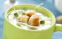 Kremowa zupa z kalafiora - Robert Makłowicz - przepisy na zupy - Składniki: 1 mały kalafior 750 ml mleka tłustego 1 łyżeczka masali 2 bułki pszenne 3 łyżki masła do smażenia mała garstka kiełków słonecznika przyprawy: sól i pieprz do smaku Masala...
