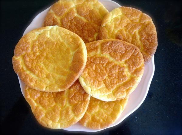 Aprenda a preparar pão oopsie (sem glúten) com esta excelente e fácil receita.  Os oopsies estão fazendo sucesso um pouco por todo o mundo, sobretudo por serem uma...