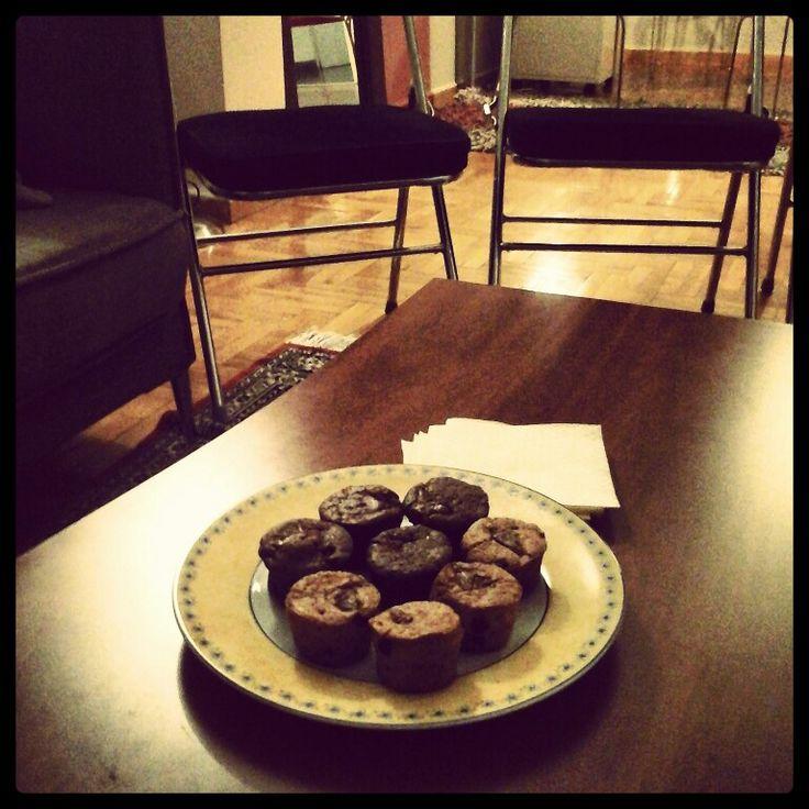 Group Therapy - break for muffins www.psychologos-papadakis.gr