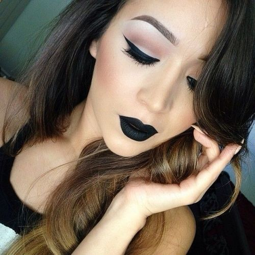 Now this is how to wear black lipstick.