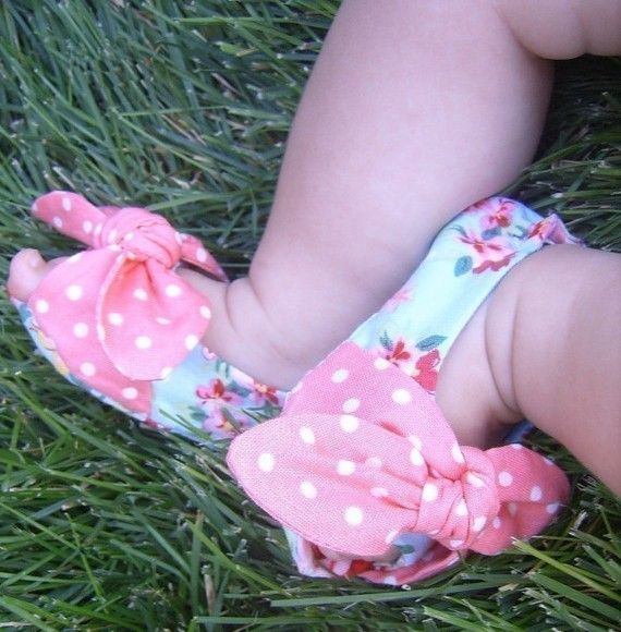 Baby shoe pattern only - not the finished product.    The only thing more fun than making the baby shoe is picking out the fabric!    With an
