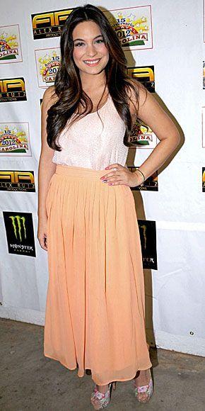 Ana Brenda Contreras Fashion and Style - Ana Brenda Contreras Dress, Clothes, Hairstyle