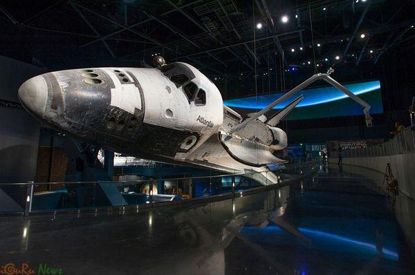 Το διαστημικό λεωφορείο Atlantis, τουριστικό αξιοθέατο της Φλόριντα - http://iguru.gr/2013/06/30/space-shuttle-atlantis-in-florida/