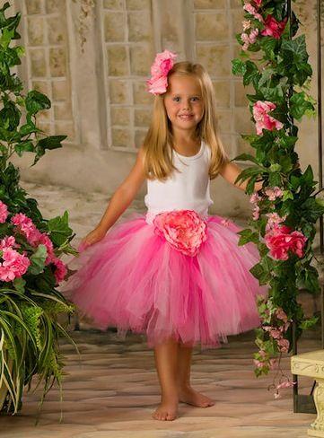 Совсем просто сшить пышную юбку-пачку для маленькой девочки и она станет настоящей принцессой.