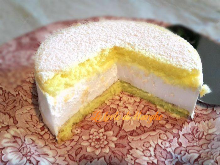 Torta con mousse di ricotta fresca e leggera. In ogni morso troverete una fresca crema di ricotta e un morbido pan di spagna