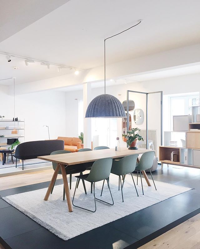 Muuto showroom - SPLIT table + FIBER sidechair and UNDER THE BELL pendant on PLY…