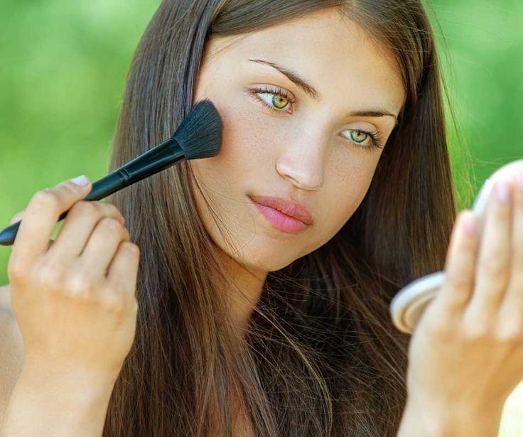Hoe kies je de juiste kleur minerale foundation? Wat doe je bij veel rimpeltjes rond de ogen? Nog meer handige tips vind je bij onze tips en tricks minerale make-up