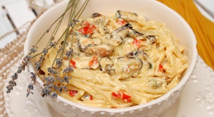 Spaghetti cu fructe de mare si mascarpone