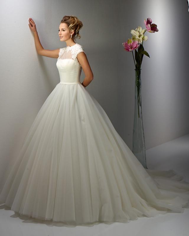13EM7 menyasszonyi ruha - igenszalon.hu
