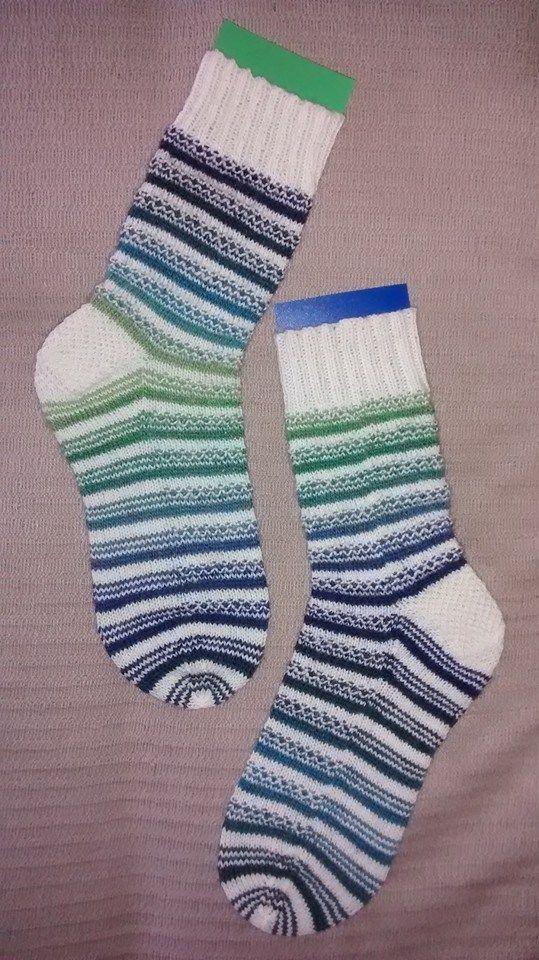 Broken seed and plain knit stripes.  Rnd1: K1, P1 with color B Rnd2: K all with color A Rnd3: P1, K1 with color B Rnd4: K all with color A Three rounds with color B Three rounds with color A