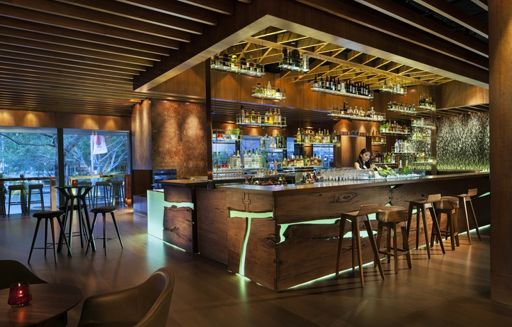 GRAIN is a sleek new bar that has taken up residence in the lobby of the luxurious Four Seasons hotel.