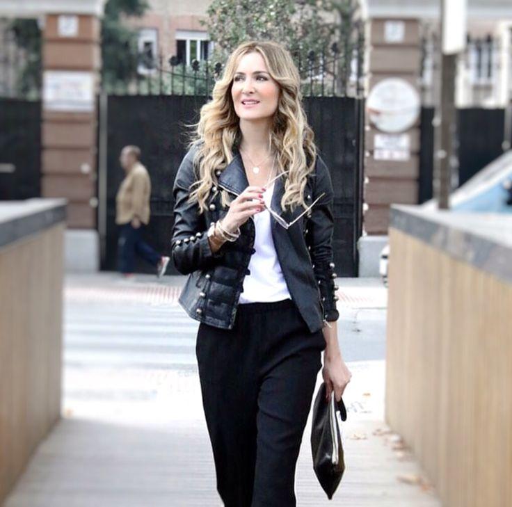 Let's rock this boring Monday ⚡Otro año más la chaqueta #biker vuelve a ser un imprescindible en nuestro armario. @ccfashionofficial luce fantástica con este modelo, ¿Os gusta tanto como a nosotras? ❤❤ ¡Descubre nuestra #rockcollection ya disponible en tiendas! . . . #tendencia #moda #look #outfit #essential #esenciales #fashionbrand #newin #newcollection #autumn #rock #feelings #barcelona #shopping #shop #modaflorencia #florenciashop #black #monday