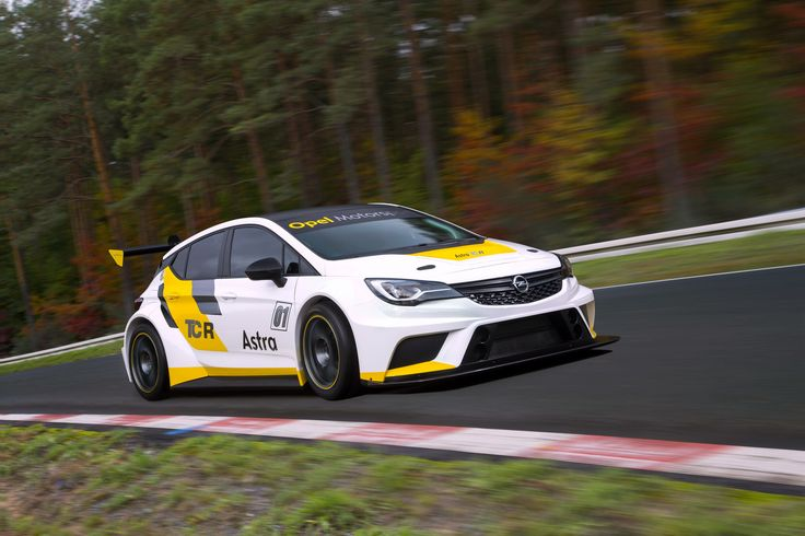 Opel Astra TCR Photos