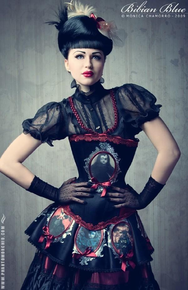 .Gothic Beautiful, Goth Girls, Gothic Style, Beautiful Disturbing, Viktoria Modestas, Blue Corsets, Dark Beautiful, Beautiful Icons, Bibian Blue