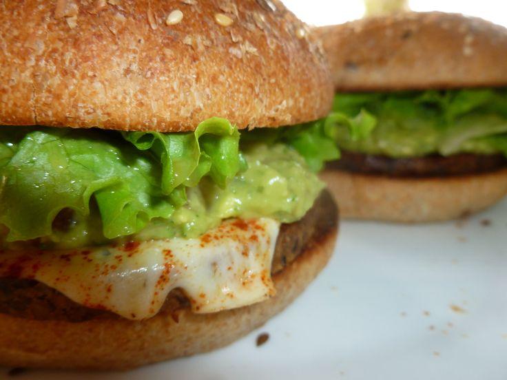 Hamburguesa de quinua con guacamole... en pan semi-integral by Pan de Loto