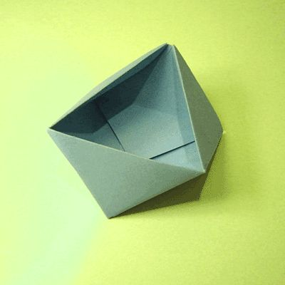 Origami Triangle Box--Love this one for organizing messy desks, put pens at one point and paper pads on the opposite wall