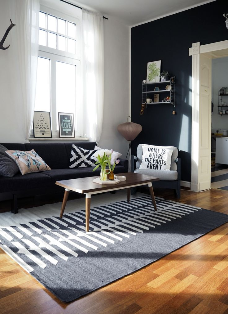 Blogger craftifair displaying the bold Tottori rug in her stylish living room | www.craftifair.com
