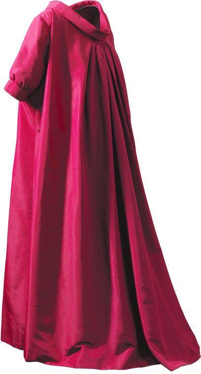 Balenciaga - ESENCIAL -Déshabillé en gros de Nápoles de color fucsia  1955 Perteneció a Mrs. Mona Bismarck. Compartir en Facebook Compartir en Twitter