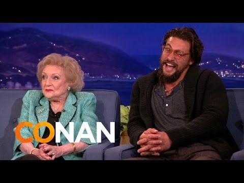 ▶ Betty White & Jason Momoa's Sexy Banter - YouTube
