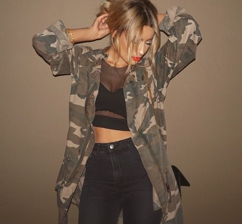 Fall outfit - Black mesh crop top, black jeans & camo jacket - Need that jacket ♡