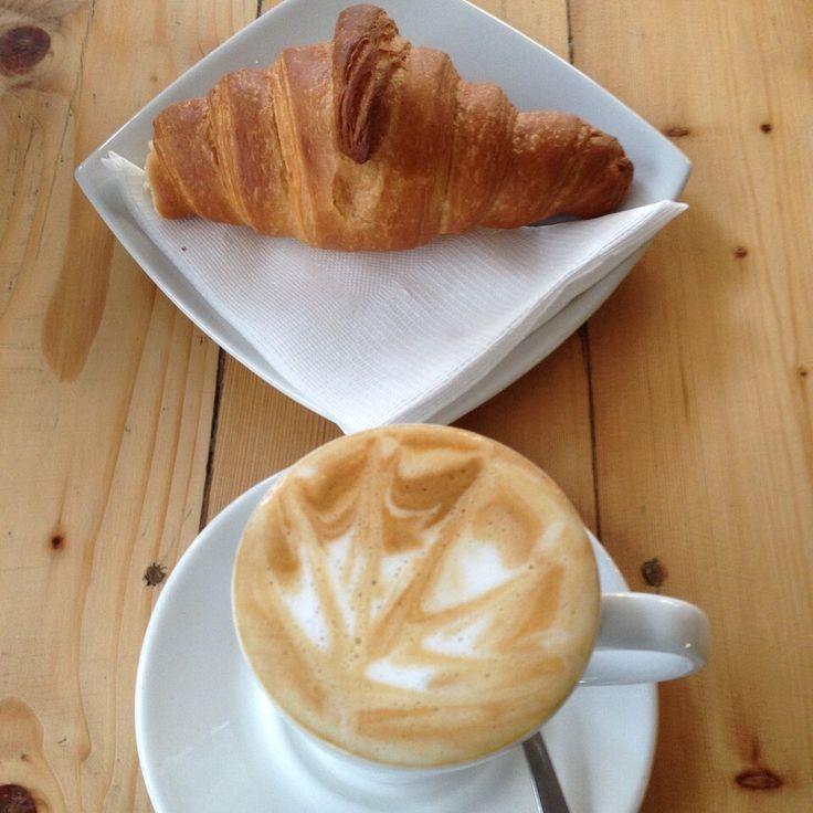 Flat white & croissant