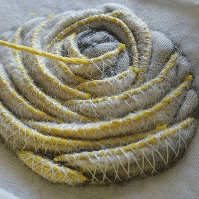 Ранункулюс #submarina707 #ranunculus #flowers #golwork #goldworkembroidery #embroideryart #embroidery #sketch #workprocess #вышивка #цветы