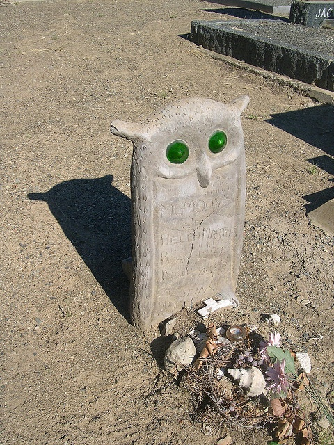 Cemetery, Nieu Bethesda: memorial stone of Helen Martins of the Owl House fame