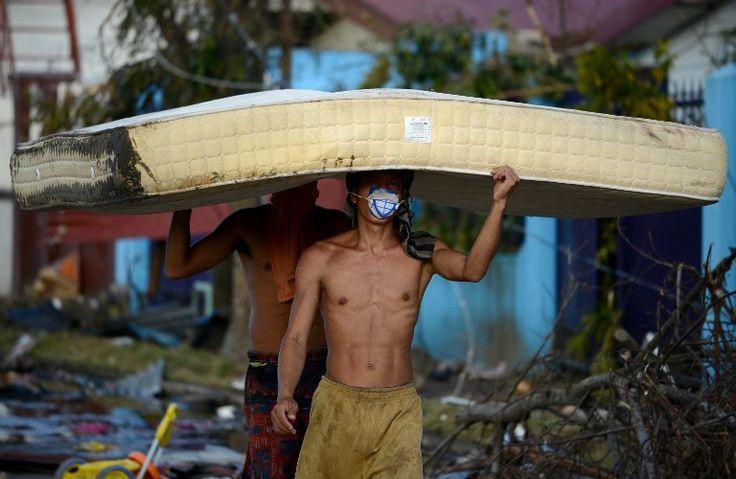 El tifón que azotó a Filipinas el viernes y generó miles de muertos, con vientos que alcanzaron los 315 kilómetros por hora con ráfagas de hasta 380, dejó tragedia y desolación a su paso.