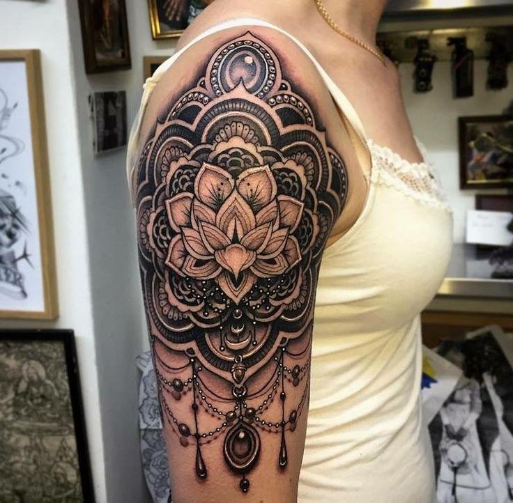 Tattoo By Laurajadetattoos Laura: 20+ Beste Ideeën Over Mandala Tattoo Schouder Op Pinterest
