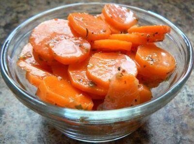 морковь маринованная.   Варю только маринад и им заливаю подготовленную морковь . После остывания в холодильник и ешьте на здоровье! Также мариную овощи ассорти в одной посуде- это капуста, свекла, перец болгарский, цветная капуста, цукини.