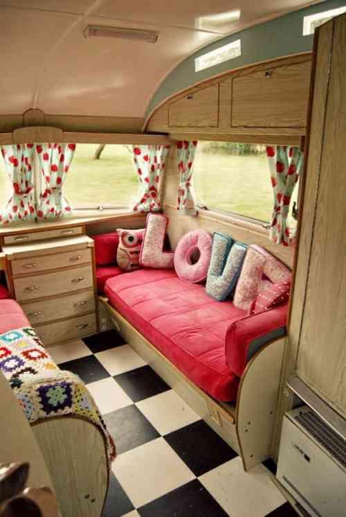 #Caravanes..#DécoAnciennes..#Rose