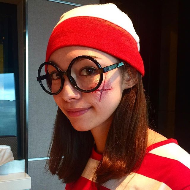 エリカが傷モノに⁉️ スカーシール、けっこうリアルです。 #jwave #fruitmarket #横山エリカ #ハロウィン | SnapWidget