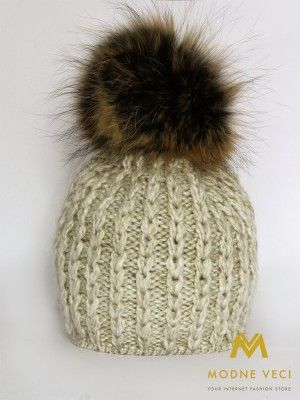 Trendy dámska čiapka s bambuľou z pravej kožušiny 3087/77