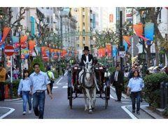 横浜市の馬車道商店街で今年も馬車道まつりが10月31日11月3日に開催されますよ ガス灯街路樹アイスクリームなど日本初が数多く集まった馬車道通りを馬車や人力車鹿鳴館時代の衣装を纏った淑女たちが行き交います トワイライトコンサート馬車道寄席ガス灯点灯式街角コンサートなど楽しいイベント盛り沢山  tags[神奈川県]