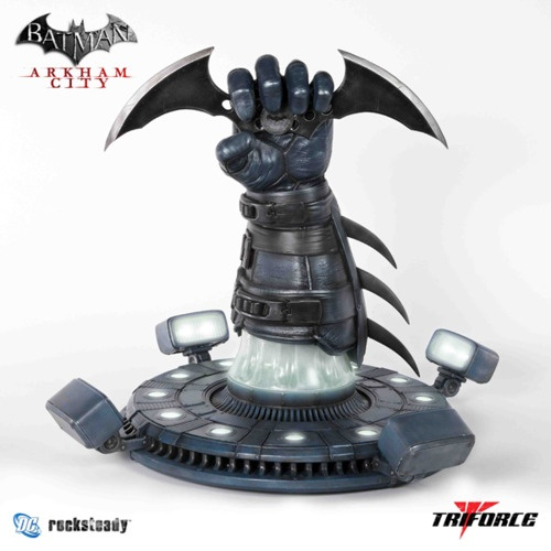 BATMAN: ARKHAM CITY and ARKHAM ASYLUM Batarang & Riddler Trophy Now On-Sale