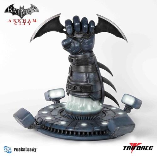 BATMAN: ARKHAM CITY and ARKHAM ASYLUM Batarang & Riddler Trophy Now On-Sale
