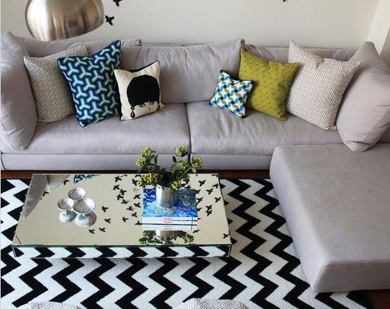 O ZigZag ou Chevron em inglês, é um padrão arrojado que faz realmente uma diferença e traz um impacto na decoração da sua casa. Alguns escolhem pintar a parede, outros escolhem um tapete ou uma pol...