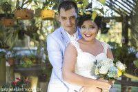 casamento-economico-de-dia-ao-ar-livre-chacara-noiva-com-coroa-de-flores-decoracao-faca-voce-mesmo-azul-e-amarelo-35