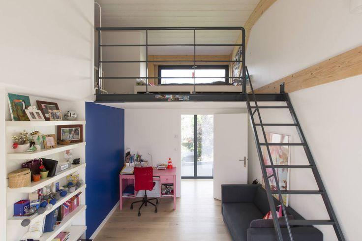 Modern nursery/kids room by agence MGA architecte DPLG