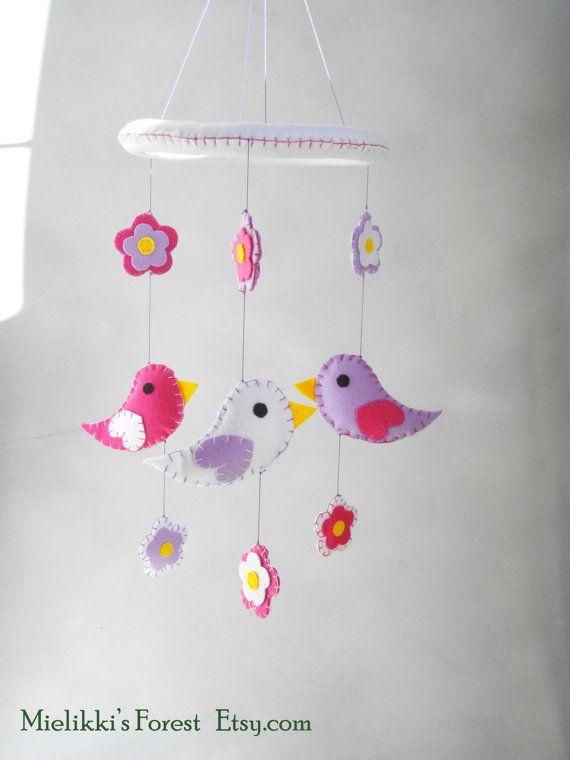 Giostrina in feltro con fiori e uccellini. di MielikkisForest