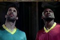 Футбольный рекламный ролик Heineken. https://mensby.com/life/interesting/1757-heineken-football  В ролике вы увидите красивые футбольные моменты, а также поймете, почему нельзя слушать женщин, даже если они ангелы.