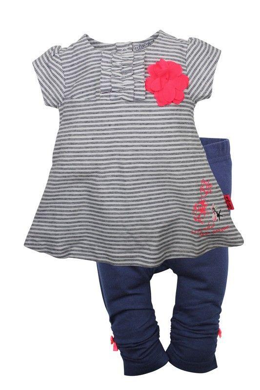 Meisjes jurk + legging van het kinderkleding merk Dirkje babywear.  Blauw gestreepte meisjes jurk + effen blauwe legging. De jurk is voorzien van een korte mouw en heeft een fel roze bloem opgenaaid.