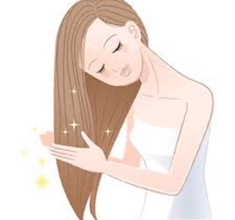 After conditioning, rinse your hair with cold water. This helps to seal the cuticle, making it harder for moisture to enter the hair follicle, which can cause frizz. #t4c #trainingforcompetition #hairtips #hairstylist #tips #LMABCairo #training #fashion #fashionista #fashionweek #fashionfever #fashionworld #fashionaddict