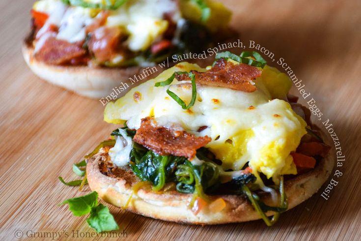 Nuevo post en #foodporn mag: Inglés mollete con salteado de espinacas tocino huevos revueltos mozzarella y albahaca