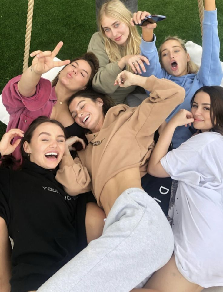 смешные фото с друзьями без лица временем стартовали съемки