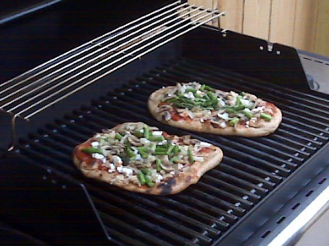 pizza on the grill - BBQ chicken (try on naan bread)