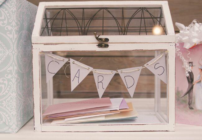 Glazen tuinhuisje als kaarten brievenbus voor bruiloft