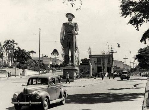 27 de janeiro de 1963 -  Inauguração da estátua do bandeirante Borba Gato na Avenida Santo Amaro.