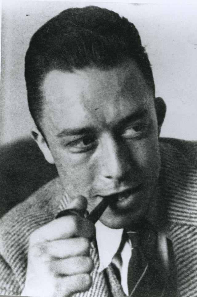 Noces - Partie 1 : Noces est le plus beau texte de Camus, le plus léger, le plus dense, le plus chatoyant et le plus profond. Faut-il que cet homme ait du génie pour avoir commencé son oeuvre par un texte qui en est aussi le dernier mot ! Faut-il adorer la vie pour mêler à ce point la saveur et le savoir... Mais est-ce en nous le sage ou l'adolescent qui aime tant ces textes et leurs sanglots de soleil ? A la réalisation : François Caunac A la lecture : Anne Brissier et Georges Claisse